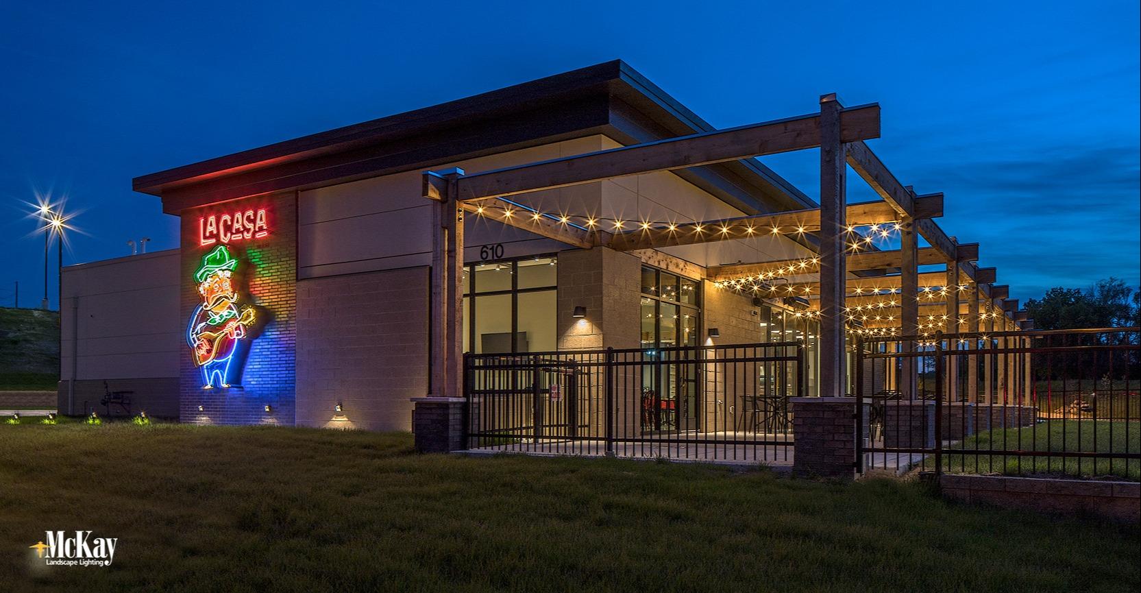 outdoor restaurant patio lighting omaha nebraska La Casa McKay Landscape LightingL 02