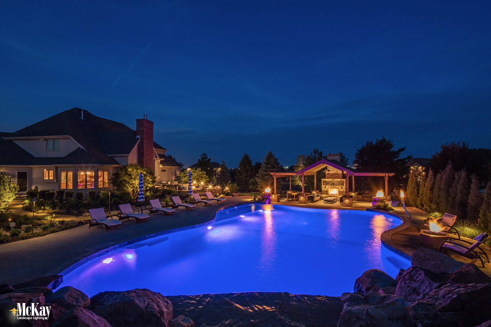 landscape lighting around a pool omaha nebraska - mckay landscape lighting