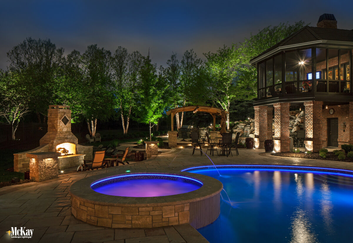 Patio_Lighting_Around_Pool_Omaha_NE_McKay_Landscape_Lighting_LE29